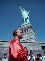 guru-at-statue-of-liberty-476x650.jpg